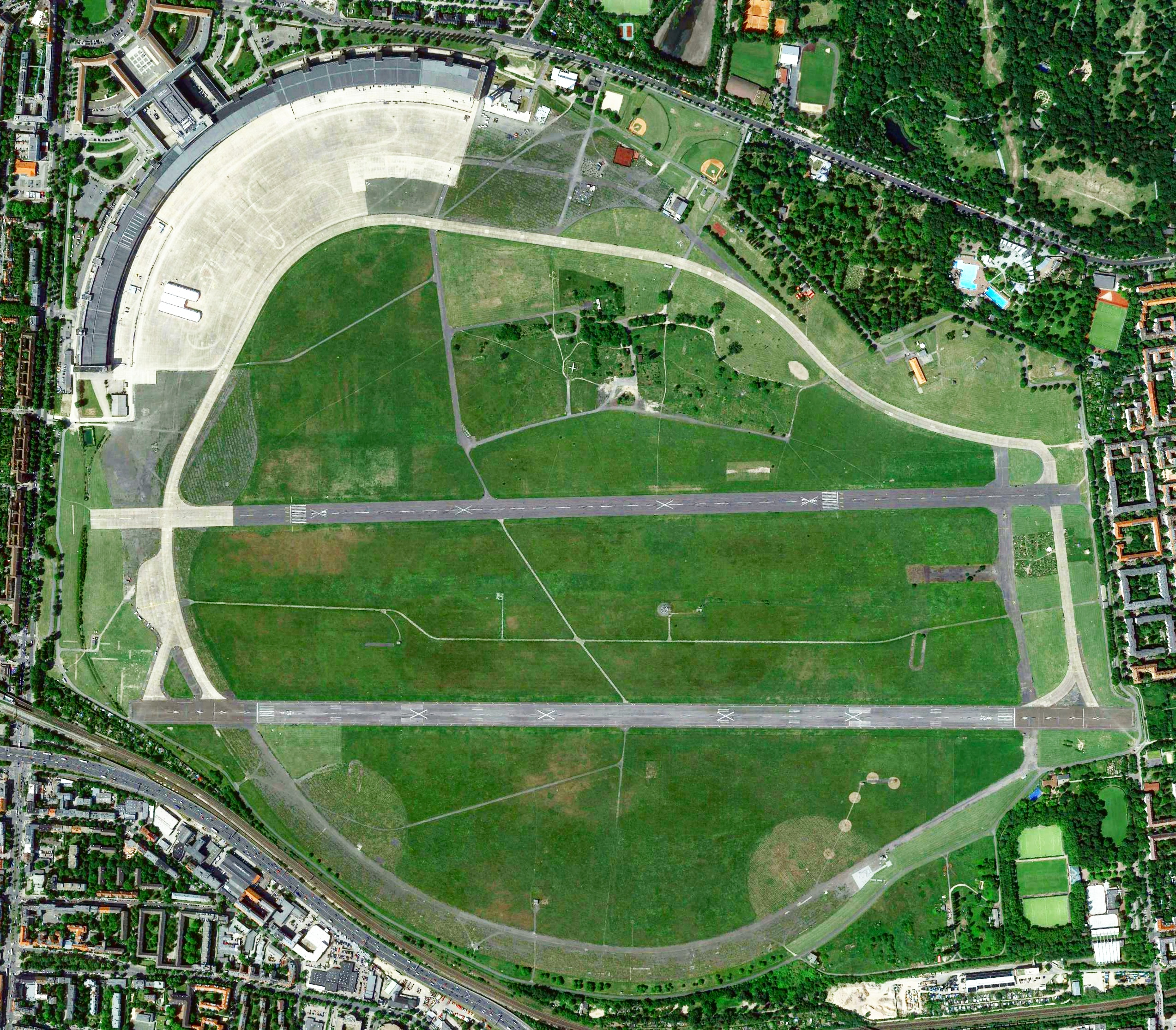 berlin tempelhof airport pictures from above. Black Bedroom Furniture Sets. Home Design Ideas